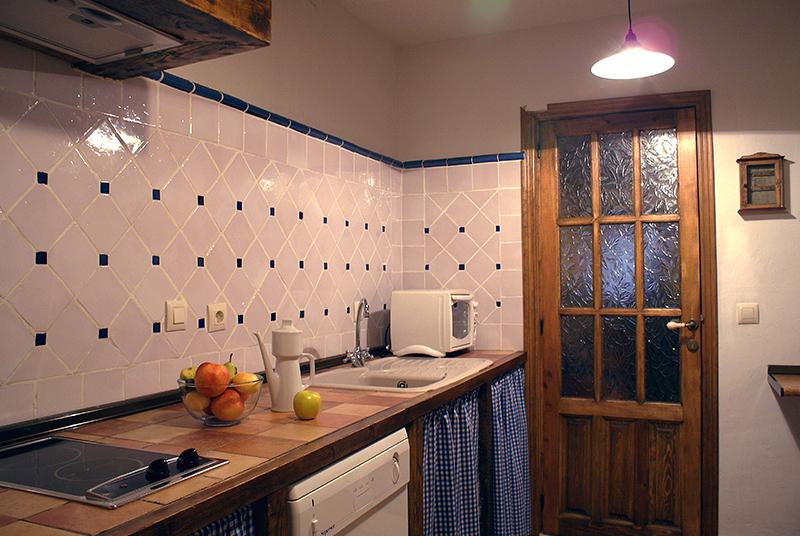 Cocina de Casa Rural La Melera completamente equipada y con electrodomésticos