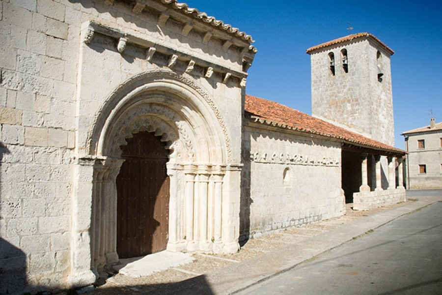 Iglesia de San Bartolomé en Campisábalos, con su portada románica del S.XIII